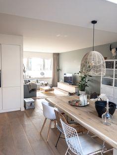 binnenkijken bij casaleander #interieurinspiratie #homedeconl Living Tv, Home Living Room, Living Room Decor Traditional, Dining Room Design, Sweet Home, Home Decor, Eindhoven, Fabric Sofa, Rustic Style