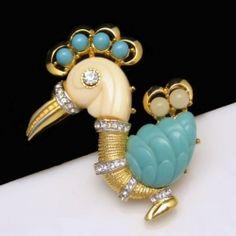Hattie Carnegie Vintage lucite rhinestone rooster brooch