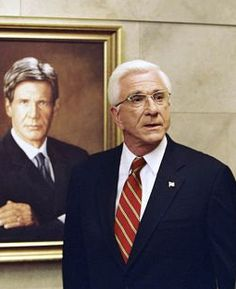 """Leslie Nielsen as President Harris in """"Scary Movie Scary Movie 3, 3 Movie, Leslie Nielsen, Music Film, New Trailers, Comedy Movies, Us Presidents, Are You The One, Famous People"""