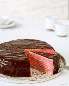 Die klassische Prinzregententorte setzt auf Schoko-Buttercreme. Anne Haupt hat sie in einen rosa Prinzessinnentraum verwandelt Feiner Biskuit, Himbeercreme und Schokolade - mehr geht nicht!