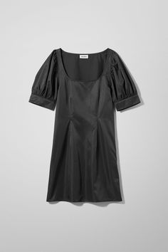 Delana Dress - 60€ #theradicalblog #winteroutfits #weekday #accessories Retail Experience, Youth Culture, Jumpsuit Dress, Fashion Brand, Winter Outfits, Short Sleeve Dresses, Street Style, Man Shop