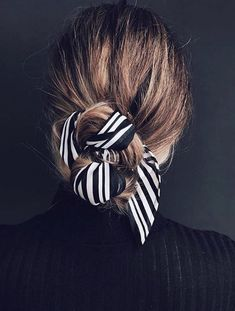 Mode Inspiration: das Seidenquadrat - Make up Scarf Hairstyles, Pretty Hairstyles, Teenage Hairstyles, Summer Hairstyles, Hairstyles 2016, Easy Hairstyles, Travel Hairstyles, Ethnic Hairstyles, Hair Makeup