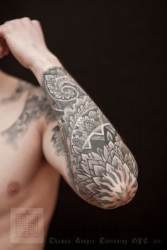 thomas-hooper-tattooing-saved-tattoo-nyc-014-april-07-2011.jpg (740×1110)