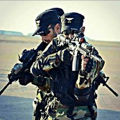 Pak Army Quotes, Muslim Photos, Pictures Of Soldiers, Jet Fighter Pilot, Pak Army Soldiers, Soldier Love, Army Pics, Pakistan Armed Forces, Military Special Forces