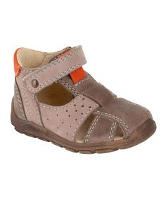 Look after little feet with this top-quality pair from Aster. The sole gives secure grip while the cut-out patterns add an extra cute touch.Wipe cleanImportedUpper: Leather