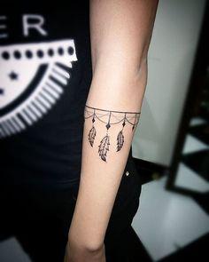 O'kbça Tattoo Bracelete da @euquelalves ✔️ Linhas retas ✔️ Traços super finos #okbcatattoo #segurança #qualidade #precisão