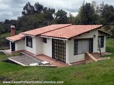 casas prefabricadas - Búsqueda de Google Beach House Plans, Small House Plans, Style At Home, Exterior Paint Colors For House, Craftsman Style Homes, Backyard Retreat, Spanish House, Stone Houses, Simple House
