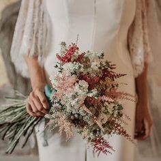 Un ramo precioso preciossimo fotografiado por pablolaguia Rustic Bridal Bouquets, Bridal Bouquet Fall, Wedding Bouquets, My Perfect Wedding, Our Wedding, Dream Wedding, Irish Wedding Traditions, Floral Wedding, Wedding Flowers
