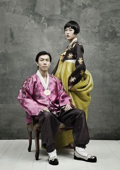 Korean traditional dress (hanbok) Korean Traditional Dress, Traditional Clothes, Korean Dress, Korean Outfits, Folk Costume, Costume Dress, Modern Hanbok, Global Village, People Of The World