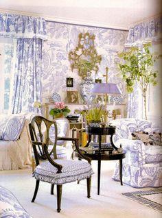 All over toile de jouy. Mario Buatta's Romantic Interiors Beautiful Bedrooms, Beautiful Interiors, Romantic Bedrooms, Colorful Interiors, Chinoiserie, Style Cottage Anglais, Image Deco, Mario Buatta, Pretty Room