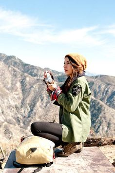 Love everything about this hiking outfit from the flannel, the military green jacket and the slouchy beanie!