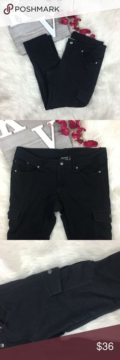 Athleta Size 12P Crop Stretch Cargo Pants Black Athleta Size 12P Crop Stretch Cargo Pants Black Athena Pants Capris