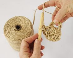 Have you noticed that natural jute decor is bang on trend right now? In this tutorial, you'll learn how to crochet the rounds and create a stunning contrast between the natural jute and metallic. Sisal, Crochet Diy, Learn To Crochet, Crochet Hats, Crochet Stitches, Crochet Patterns, Coaster Crafts, Wall Hanging Crafts, Weaving Art