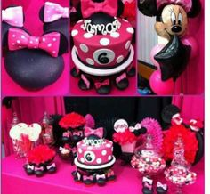 Mini mouse party @Beverly Alexander super cute!!