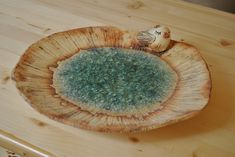 Něco pro ptáčky.... Šamotová hlína, zdobeno tavným sklem a oxidy kovů. Vhodné jako mísa, svícen, nebo také pítko pro ptáčky..... Vel. cca 35 cm.