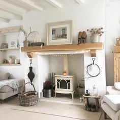 30 Amazing Small Cottage Interiors Decor Ideas - Cottages are not just little houses built for vacationing. Modern cottages are exciting homes that make superior use of their interior space. Cottage Living Room Small, Small Cottage Interiors, Cottage Lounge, My Living Room, Cottage Homes, Home And Living, Living Room Decor, Cottage Shabby Chic, Chimney Decor
