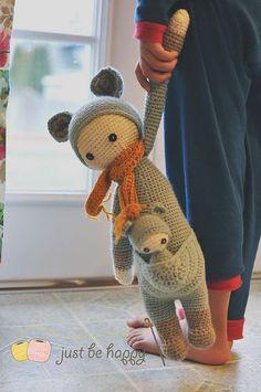 Bonitas muñec@s con marsupio como los canguritos para su doble en pequeño, en Ravelry: by lalylala
