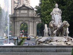 Plaza de Cibeles y, al fondo, Puerta de Alcalá.MADRID