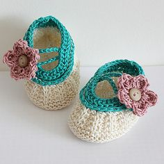Ravelry: Apple Blossom Baby Booties pattern by Julia Noskova