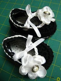 Crochet Baby Booties Cute baby shoe...