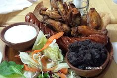 grilled chorizo ​​with Picapica Ranchero wings Chorizo, Food Items, Grilling, Restaurants, Wings, Tasty, Beef, Chicken, Meat