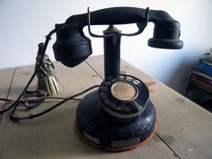 Vintage French phone. http://www.flickr.com/photos/klr/3233888271/
