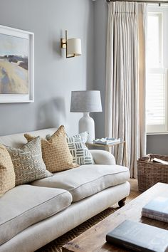 We like the colours here although the style is perhaps too traditional Country Style Living Room, Living Room Grey, Home Living Room, Interior Design Living Room, Living Room Designs, Living Room Decor, Living Room Windows, French Country Style, French Country Decorating