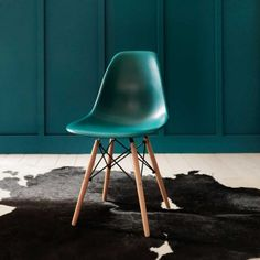 Retro Chair in Turquoise - Chairs & Armchairs - Chairs - Furniture