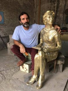 Leme recebe estátua de Clarice Lispector