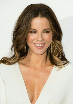 Kate Beckinsale Photos Photos - Kate Beckinsale attends The London Critic's Circle Film Awards at the May Fair Hotel on January 2017 in London, United Kingdom. - The London Critic's Circle Film Awards - Red Carpet Arrivals Kate Beckinsale 2017, Kate Beckinsale Pictures, British Actresses, Hollywood Actresses, British Celebrities, Christian Siriano, Celebrity Gallery, Celebrity Style, Underworld Kate Beckinsale