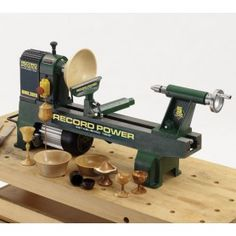 Tour a bois Record Power Woodworking Machinery, Woodworking Tips, Best Wood Lathe, Small Lathe, Lathe Accessories, Cast Iron Beds, Steel Bed, Old Tools, Wooden Puzzles