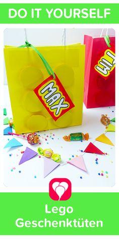 Lego-Geschenktüten! Für Deinen Kindergeburtstag bzw. die Mottoparty zum Motto Lego haben wir diese einfachen Geschenktüten im Lego-Style gebastelt. Schau doch einfach mal auf blog.balloonas.com vorbei und entdecke unsere vielen passenden Ideen rund um Deinen Kindergeburtstag. #balloonas #kindergeburtstag #motto #mottoparty #lego #geschenktüten #giveaway #mitgebsel #favor