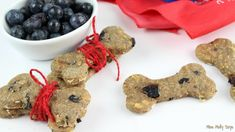 As a fur Mom, I love treating the pups to fresh, HEALTHY homemade treats! And, what can be better for them than Homemade Blueberry and Banana Dog Biscuits? Blueberry Oatmeal, Banana Oats, Dog Cookies, Cookies Et Biscuits, Dog Treat Recipes, Dog Food Recipes, Blueberry Dog Treat Recipe, Peanut Butter Roll, Puppy Treats
