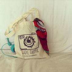 book bag by filmmaker and artist @Datev Gallagher   ...I really love this illustration!