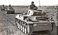 Panzer II of the Panzer Divison in North Africa. Panzer Ii, Mg 34, Afrika Corps, North African Campaign, Erwin Rommel, Italian Army, Ww2 Pictures, Man Of War, German Uniforms