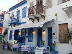 Kokkari Samos, Mansions, House Styles, Home Decor, Decoration Home, Room Decor, Fancy Houses, Mansion, Manor Houses