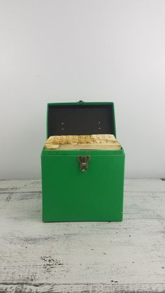 Great green retro carry case for 45 records! Holds 75 singles 7.75 x 4.75 x 8  Case does show some wear (see photos) Includes approximately 41 records, all appear to be in great shape. Below are some titles of records:  Elton john Five Man Electrical Band Carpenters (multiple) Joe Cocker The Osmonds Donny Osmond Sammy Davis Jr. Mary McGregor Raiders Cher Bill Withers Helen Reddy The Kimberlys Neil Sedaka Johnny Rivers Jim Croce Barbra Streisand Joni Mitchell Bo Donalson and the Heywoods…