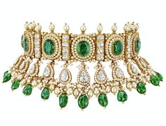 Sanjay Kasliwal Jaya choker in yellow gold with 95 carats emeralds and 38 carats diamonds Traditional Indian Jewellery, Indian Jewelry, Trendy Jewelry, Fashion Jewelry, Love To Shop, Chopard, Emeralds, Bridal Fashion, Hair Jewelry