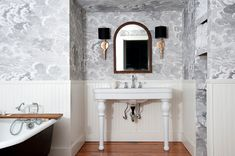 Beautiful Bathroom Decor, Design Sponge, Interior Design Guide, Bathroom Decor, Wallpaper For Small Bathrooms, Amazing Bathrooms, Bathroom Makeover, Bathroom Wallpaper, Vintage Tub