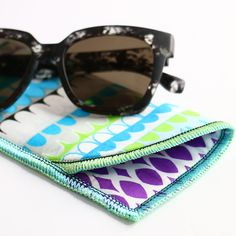 Learn to make a fast and easy eyeglass case with your serger in this free project tutorial from #WeAllSew. #serger #overlocker #sewingproject Serger Stitches, Serger Thread, Serger Sewing Projects, Sewing Basics, Sewing Tips, Embroidery Online, Fabric Markers, Prescription Sunglasses, Eyeglasses