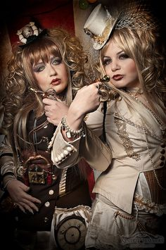 Steampunk its more than an aesthetic style, it's the longing for the past that never was. In Steampunk Girls we display professional pictures, and illustrations of Steampunk, Dieselpunk and other anachronistic 'punks. Some cosplay too! Steampunk Couture, Viktorianischer Steampunk, Steampunk Clothing, Steampunk Fashion, Victorian Fashion, Steampunk Outfits, Steampunk Cosplay, Victorian Gothic, Gothic Lolita