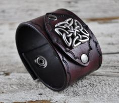 Brown leather cuff http://www.etsy.com/listing/112584901/celtic-traveller-mens-brown-leather-cuff?ref=sr_gallery_34&ga_search_query=Leather+Cuff+&ga_view_type=gallery&ga_ship_to=BR&ga_search_type=all&ga_facet=Leather+Cuff
