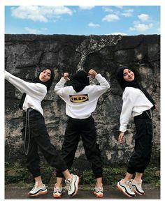 Modern Hijab Fashion, Street Hijab Fashion, Hijab Fashion Inspiration, High Fashion, Stylish Hijab, Casual Hijab Outfit, Ootd Hijab, Girl Hijab, Cargo Pants Outfit