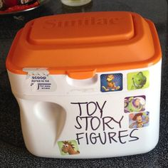 Save formula containers to organize toys. Works great for small figurines and Legos. Stackable, too! Formula Containers, Reuse Containers, Formula Cans, Reuse Recycle, Recycling, Baby Food Jars, Small Figurines, Trash To Treasure, Toy Organization