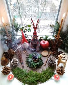 Yule altar for the Winter solstice - just beautiful Autel Wiccan, Wiccan Sabbats, Pagan Yule, Pagan Altar, Witchcraft, Magick, Paganism, Pagan Witch, Yule Decorations