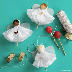 Make sweet tissue paper angels with some lollipops for a tasty Christmas treat. This easy kid's craft only takes 15 minutes!