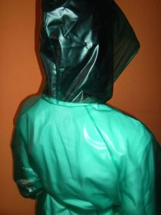 PVC-Regenmantel-Regenmantel-PVC-Raincoat-Glanzmantel-glaenzend-Wasserdicht-Lack