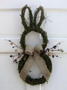 Primitive Country Easter Bunny Door Wreath, Rustic Easter craft ideas, DIY Easter craft ideas: