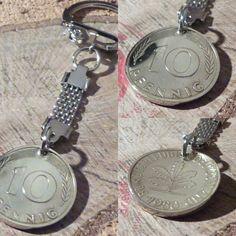Herrliche hartvergoldete Schlüsselanhänger aus 10 Pfennigmünze BRD .Nostalgie! Washer Necklace, Jewelry, Shop, Handmade Rings, Unique Jewelry, Nostalgia, Oak Tree, History, Jewlery
