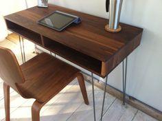 diy desk ideas (hairpin legs + slab of reclaimed wood) Hairpin Leg Desk, Mid Century Modern Desk, Desk Ideas, Diy Desk, Table Furniture, Midcentury Modern, Home Projects, Office Desk, New Homes